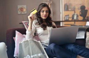 Păstrăm sau cheltuim? Aplicații virtuale pentru banii tăi